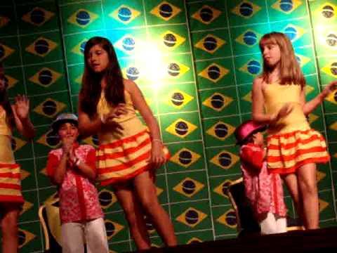 julia graf samba zeca pagodinho 2010