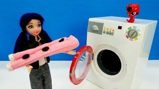 Kız oyuncakları. Marinette giysileri çamaşır makinesinde yıkıyor! Evcilik oyunları