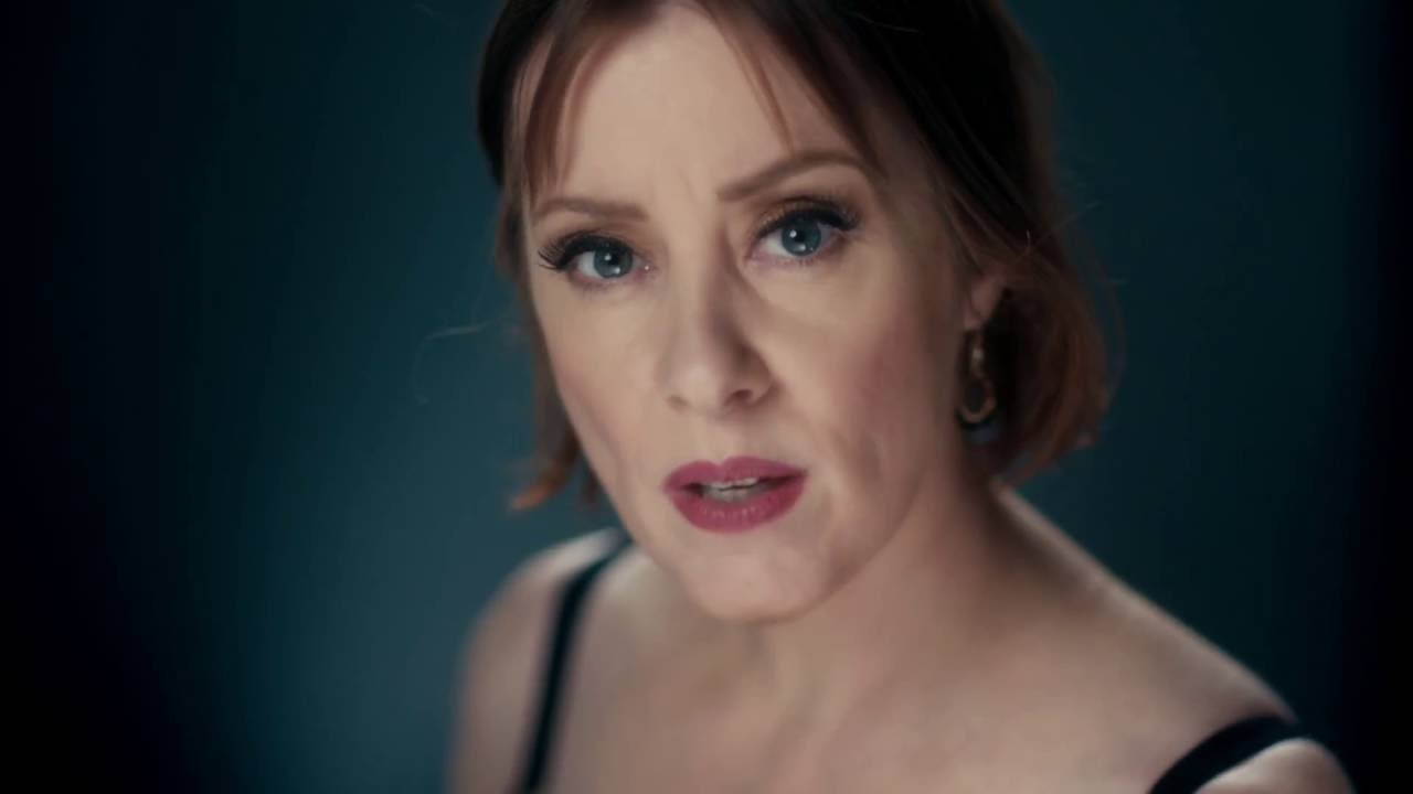 Suzanne Vega doesn't miss old New York