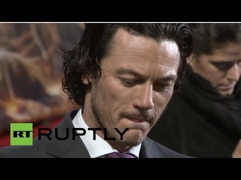 Germany: Stars of 'The Hobbit' delight fans at European premier