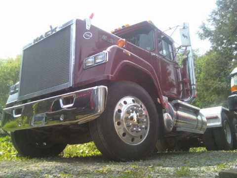 Rocco Bros. V8 Mack Superliner