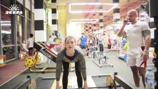видео Тренировка Спецназа в спортзале на камеру