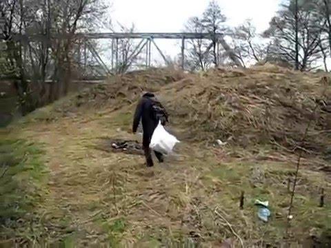 Пьяный мужик упал в нокаут