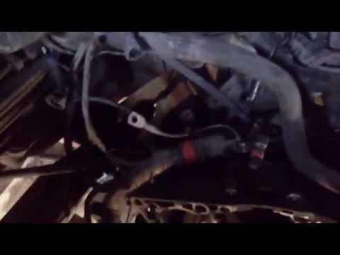Рено логан, снял двигатель через верх.
