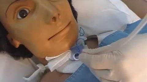 기관절개관흡인