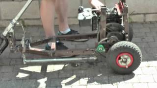 Test d'un moteur de tondeuse à la verticale sans pot d'echappement
