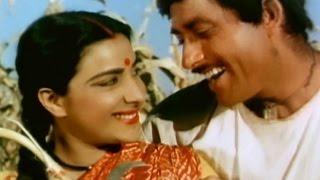 Nargis loves her husband - Mother India