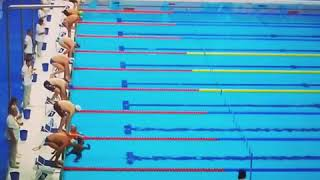 شاهد .. سباح إسبانى يخسر سباق في بطولة العالم للوقوف دقيقة حدادا على ضحايا اعتداء برشلونة