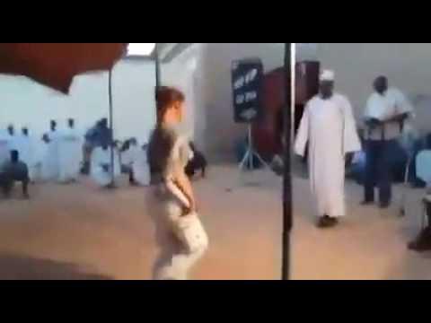 امريكيه ترقص علي الطمبور thumbnail