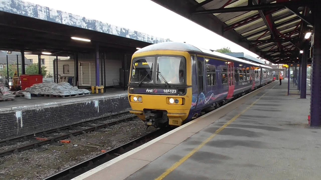 Railway station definition and meaning | Collins English ...