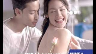 Quảng cáo này sexy quá mà bị cấm rồi! (NIVEA body whitening lotion 2009 Vietnam sexy)