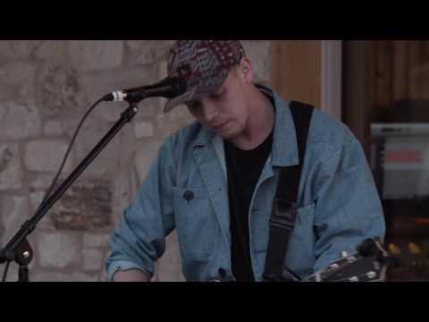"Matt Maeson ""Cringe (Live at The Barn Sessions)"""