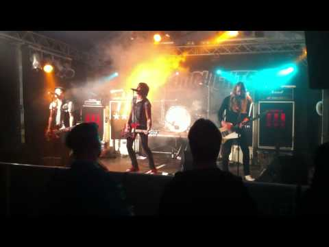 BLOODLIGHTS - New England (Live @ Rüt'n'Rock Festival Germany - August 2013)