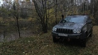 O'rmon, ko'l-Jeep Grand Cherokee TUSHIRILDI.