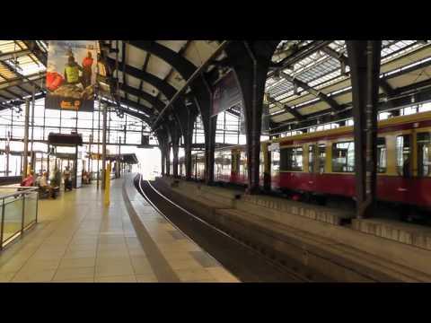 Berlin: Einst war der Bahnhof Friedrichstrasse das Tor zwischen Ost und West. Between East and West