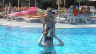 Circuskunsten in het zwembad