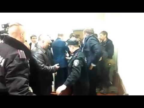 В суде над Лукаш побили Михаила Добкина видео