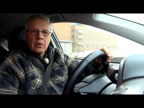 Peter Geitelin koeajossa uusi Toyota RAV4 vuosimallia 2014