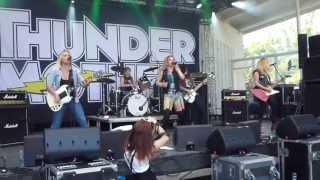 Смотреть клип Thundermother - The Dangerous Kind