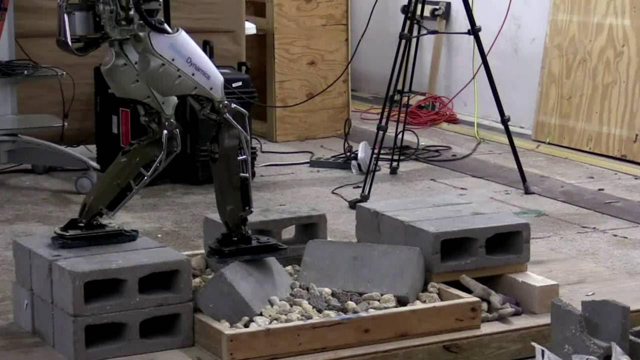 Робот Atlas показывает впечатляющие успехи в преодолении преград