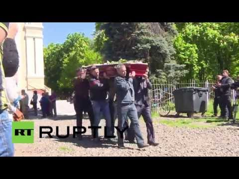 Ukraine: Slavyansk pays respects to those lost