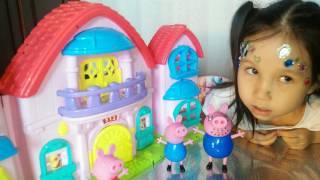 Играем с семьей Свинка Пеппа дети испачкались, видео для детей, мультик.