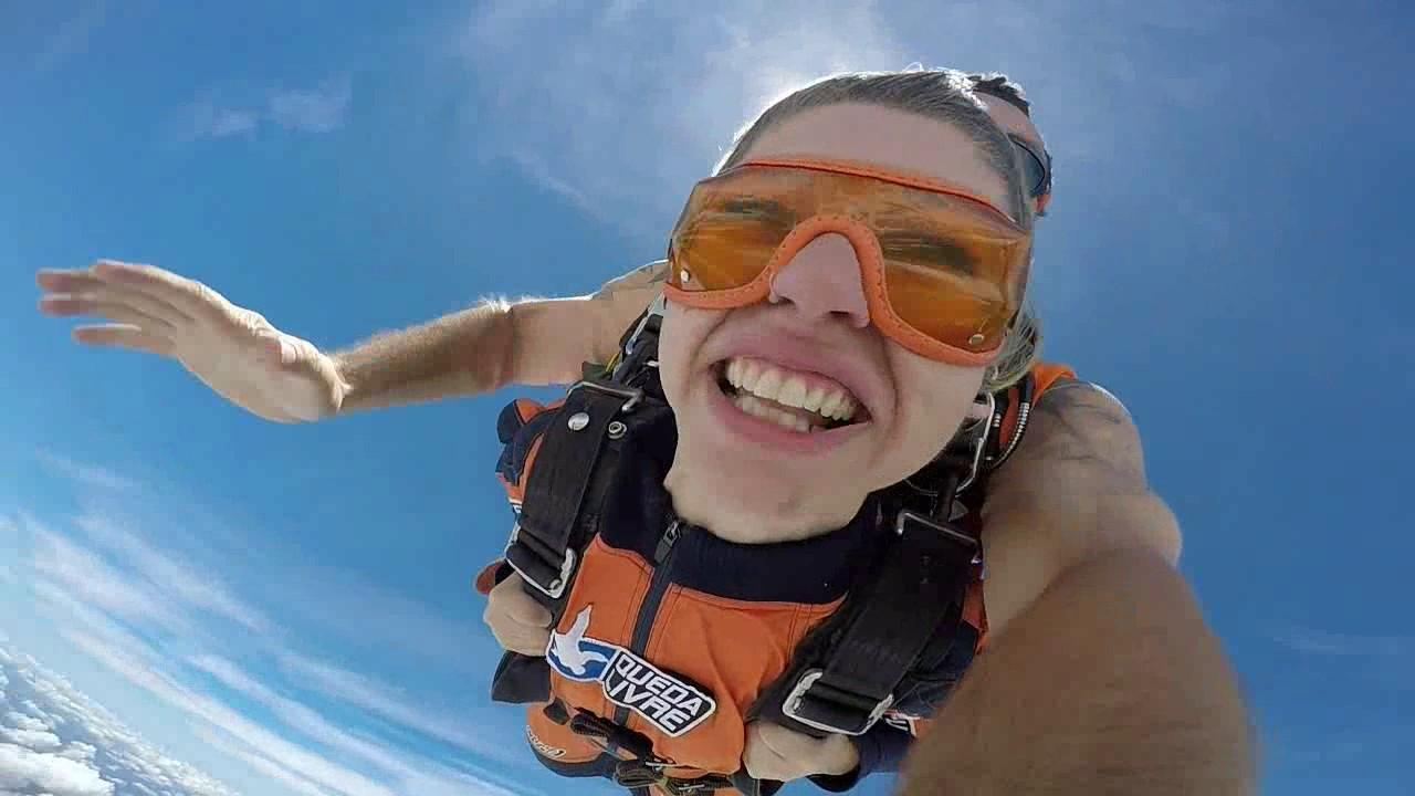 Salto de Paraquedas da Daiane na Queda Livre Paraquedismo 08 01 2017