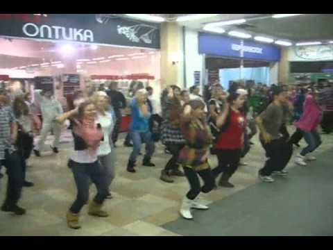 Тюмень. Танцмоб 23 февраля 2011