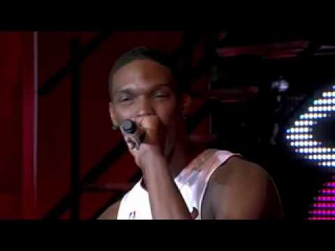 Chris Bosh Speaks Spanish During *Welcome Party*