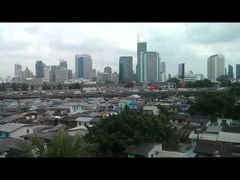 Klong Toey Slum & Skyline Pan