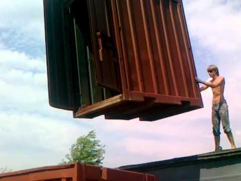 Выгружаем контейнер 3 тонны при помощи крана.mp4