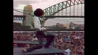 THIN LIZZY   The Boys Are Back In Town live Sydney Opera 1978 (w. Gary Moore)