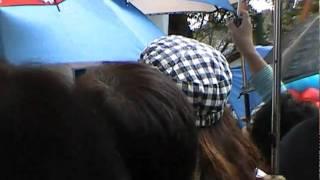 雨でほとんど松崎さんの姿は見えません! 音だけでお楽しみください。(^_-)