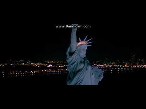 World Trade Center in World Traveler (2001)