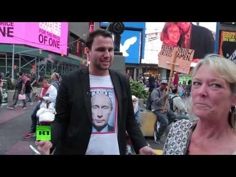 Корреспондент RT прогулялся по Нью-Йорку в футболке с портретом Путина