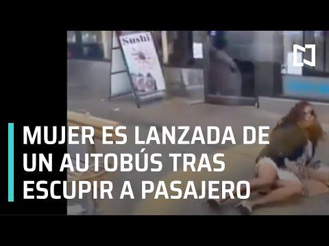 Lanzan a mujer de autobús luego de escupirle a un pasajero - Las Noticias