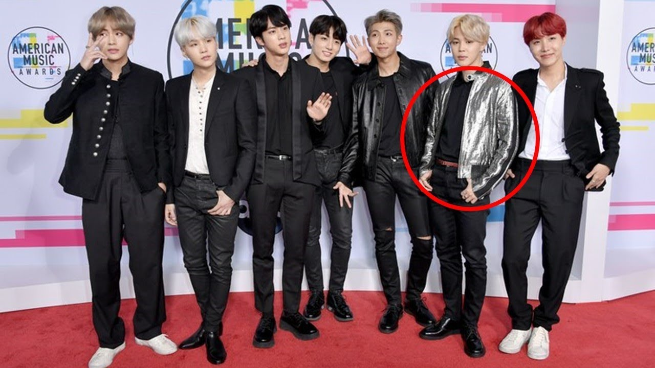 BTS Wears Matching Black Outfits at AMAs 2017 Red Carpet - YouTube