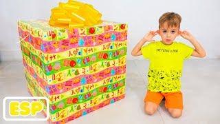 Vlad y Nikita eligen juguetes de regalo para Roma