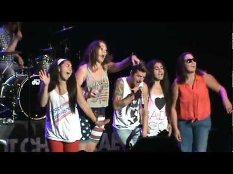 RAPPING ON STAGE WITH HOT CHELLE RAE-