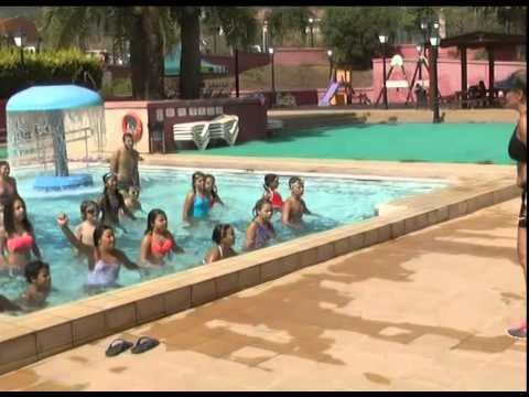 Zumba kids en piscina 23 07 youtube for Piscina valsequillo
