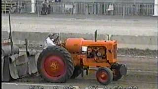 PREBLE COUNTY, OH FAIR PULL 2006 6,500LB ANTIQUE TRACTORS PART4.mpg