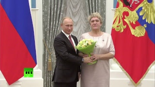Путин вручает государственные награды в Кремле