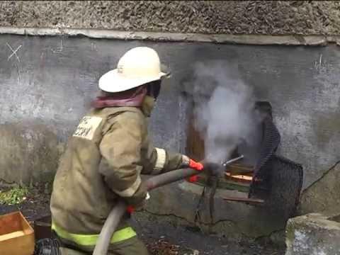 Пожарные Ревды ликвидировали возгорание в подвале многоквартирного дома