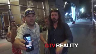 Dave Grohl signing autographs on GTV Reality