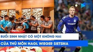 Thủ môn HAGL Wieger Sietsma và lần đầu ăn sinh nhật kiểu Việt Nam   NEXT SPORTS