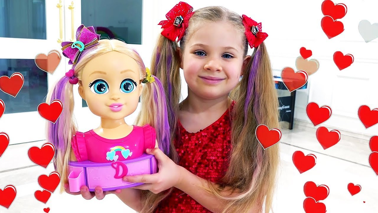 Diana and Roma play funny stories with Love, Diana dolls