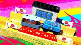 Thomas The Tank Engine & Friends - Transfer Table Destination - Wooden Railway Toy Train Track Chat