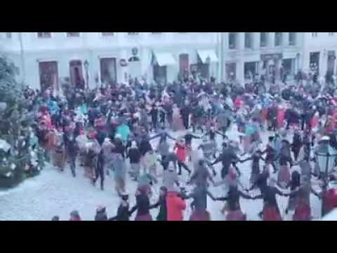 Beautiful Spiralling Winter Folk Dance in Tartu town square, Estonia, December 2016