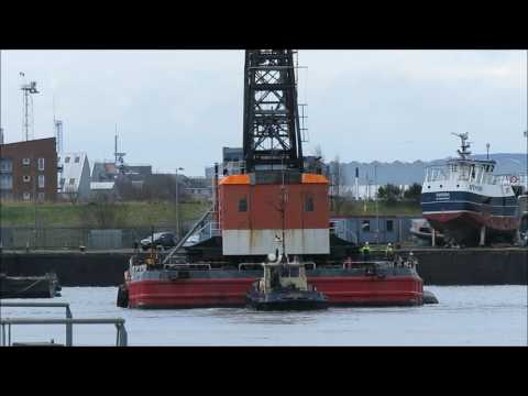 KML's heavy lift crane barge BD6072