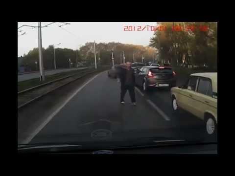 RoadRage.Ru : Драка на дороге. М 946 АК 142 в Новокузнецке